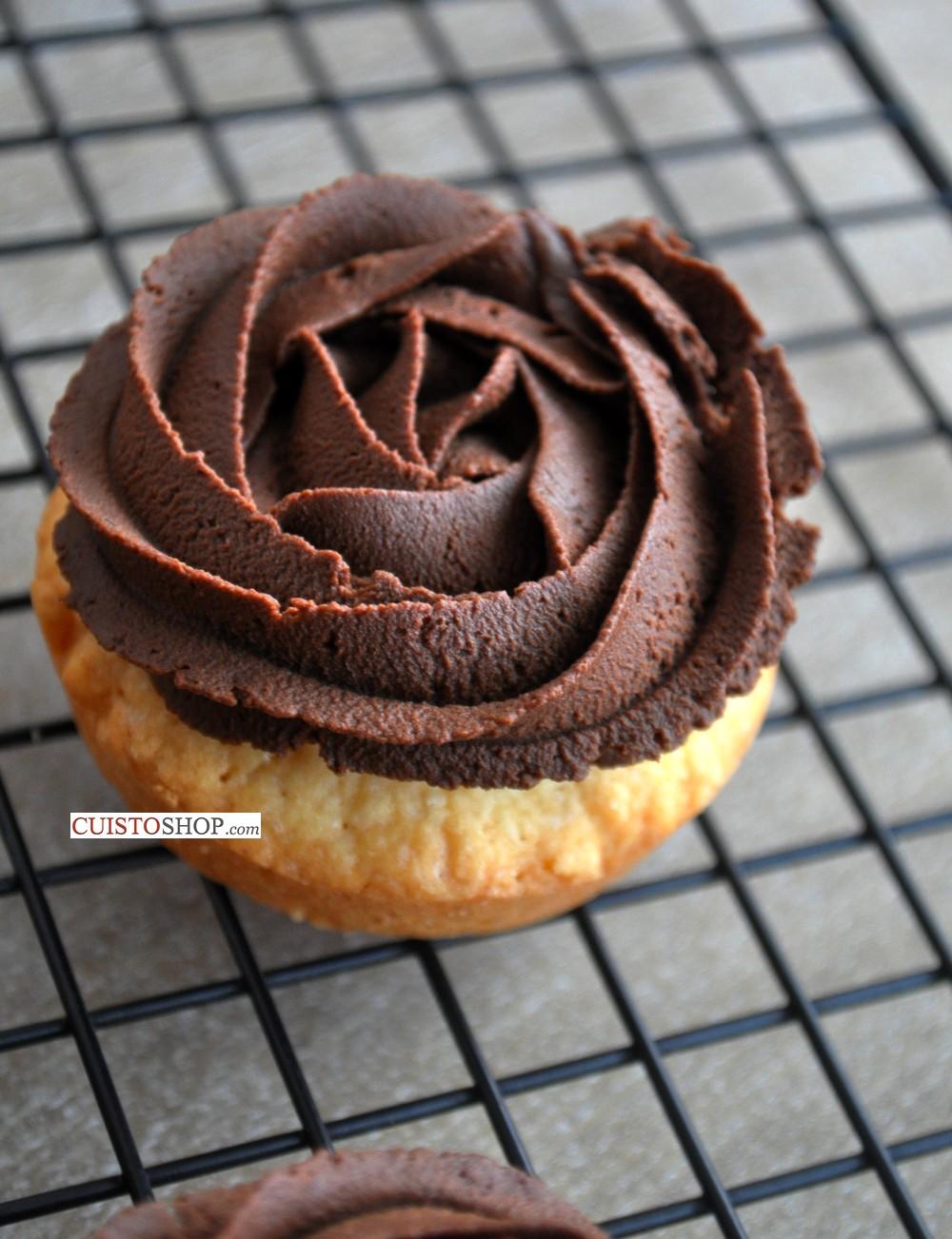 Comment faire une ganache mont e au chocolat - Comment decorer une tarte au chocolat ...